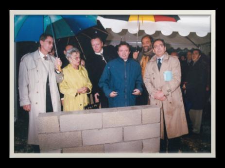 Pose de la première pierre de l'Inmed avec Hervé Douchin, Secrétaire Général de l'Inserm et Jean-Noël Guérini, Président du CG 13, 1999
